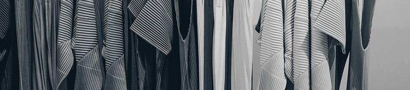FAABRE OÜ alustas peaaegu 7 aastat tagasi, mil juhatuse liige Silvia M. selle asutas, kes alles alustas ettevõtlusega. FAABRE OÜ valdkond on muude rõivaste ja rõivalisandite tootmine. Samas valdkonnas (EMTAK 1419)