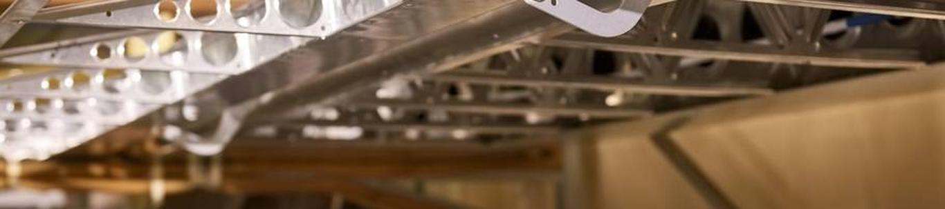AS VMT Tehased on Viljandi Metalli suurim tütarettevõte, mille tegevusalaks on teraskonstruktsioonide tootmine. Tootmistegevus toimub Viljandis, Põltsamaal ja H
