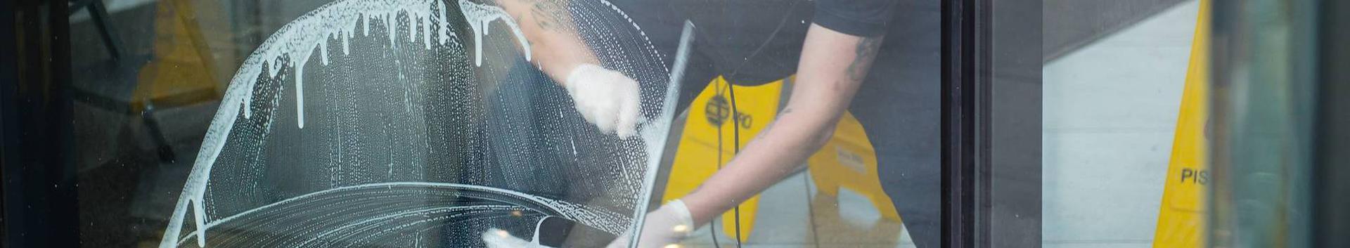 puhastusteenused, koristusteenused, kortermajade haldamine, ehitiste puhastamine (sisepinnad), ehitiste puhastamine, ehitiste puhastamine (välispinnad), keemiline puhastus, kuivpuhastus, akende pesemine, tänavapuhastus